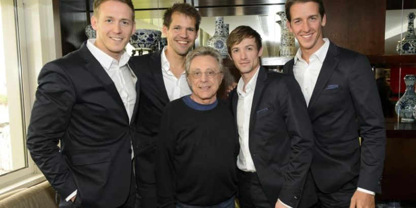 The cast of Jersey Boys Holland with Frankie Valli (c) Metronieuws.nl