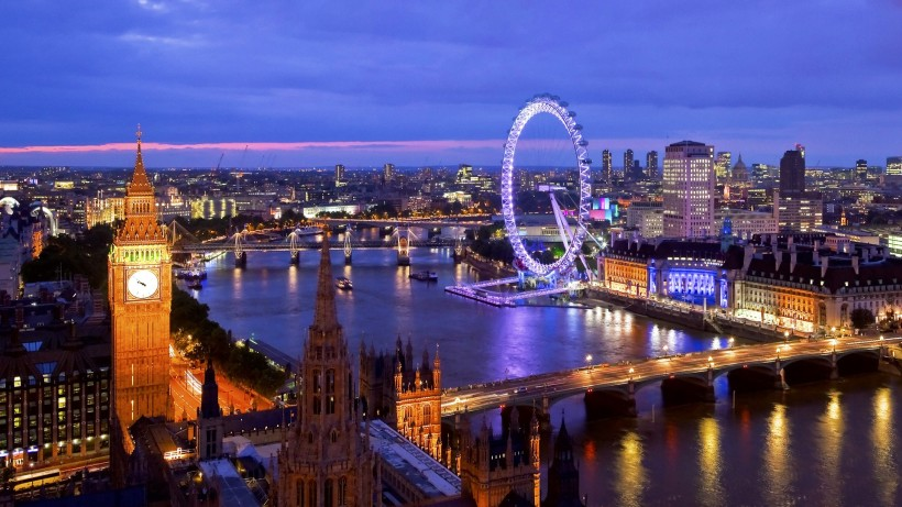 The gorgeous city of London by night (c) Tophdwallpapers.biz