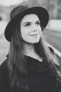 (c) Sabrina Dickens
