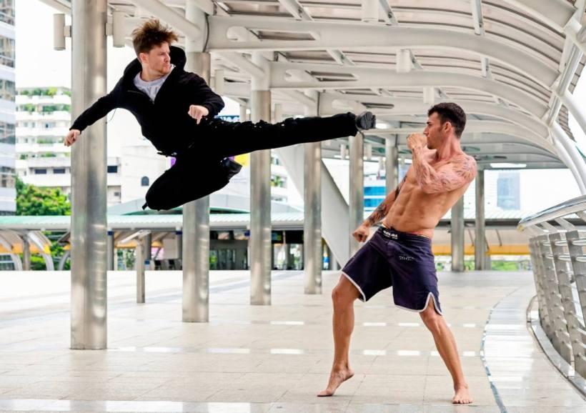 Stuntman Damian Mavis specializes in martial arts (c) D. Mavis